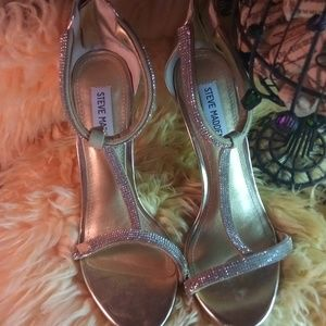 Steve Madden Shoes - Steeve Madden gold heels sandal with small deffect